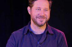 Dan Mangan reçoit le prix SOCAN de l'auteur-compositeur de l'année aux Western Canadian Music Awards