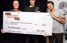 Grandson et ses co-auteurs reçoivent 10 000 $ et d'autres prix pour « Blood/Water »