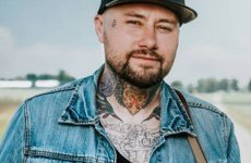 Aaron Allen : Un tatoueur devenu auteur-compositeur-interprète country